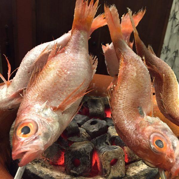 旬の鮮魚を炭火でじっくりと焼く